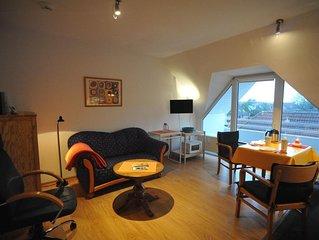 HeideHof15 - Sehr gemütliche Dachgeschoß-Ferienwohnung mit Loggia, 700m zum Stra