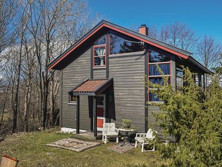 2 Zimmer Unterkunft in Vesteroy