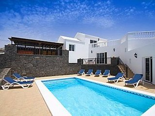 Luxury 4 bed Villa With Jacuzzi, private pool and Free Wifi