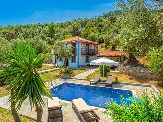 Villa Glysteri: Large Private Pool, Walk to Beach, A/C