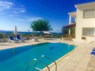 VILLA DEMETRA (4 ensuite bedrooms,  stunning view,BBQ,HighSpeed WI-FI,swim.pool)