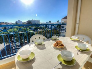 2 bedroom Apartment, sleeps 6 with Pool, WiFi and Walk to Beach & Shops