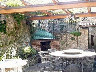 APARTMENT GARDEN NAGO TORBOLE mit großer Terrasse, Garten und Grillkamin
