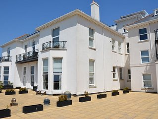 Stunning 2 Bedroom apartment overlooking Torbay