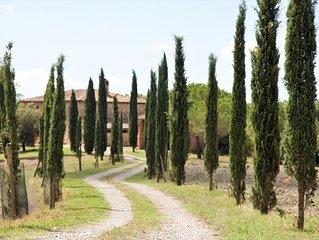 Splendido casale immerso in  dolcissime colline a pochi minuti da Siena Toscana