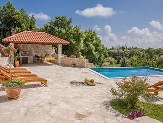 Villa Sun - charming villa with swimming pool,large garden and full privacy
