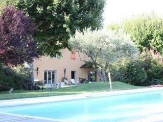 Beau Mas ancien avec splendide jardin et grande piscine