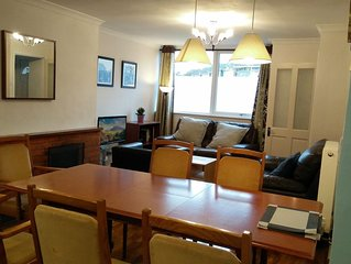 Riverside Home, central and quiet, private garden, free parking