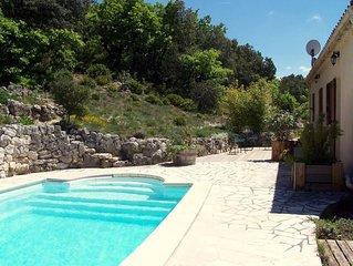 Gite avec piscine au calme sur un hectare de terrain, en Drome Provencale