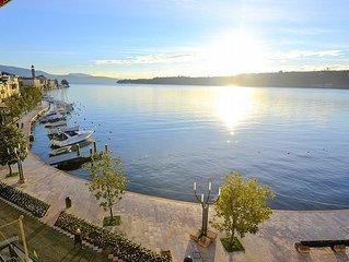 Casa Nuvola: Un luminoso ed elegante appartamento situato sul lungolago del Lago