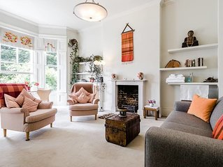 Entire Home: Chic & cheery 1bed in Shepherd's Bush