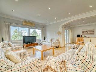 Spacious 3-bedroom apt., center of Kyrenia, sleeps 6, 5-star satisfaction rates