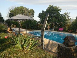 Joli chalet avec piscine and terrasse