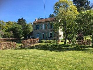 Herfstuus is een vrijstaand landhuis in een prachtige natuurrijke omgeving.