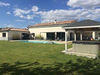 Villa contemporaine  haut de gamme : piscine chauffée, jacuzzi et vue imprenable
