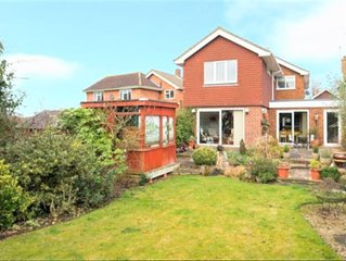 Delightful 4 bed 3 bath house in Hutton, Brentwood, a real home from home