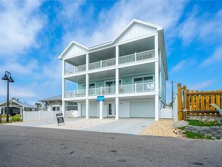 A Pier View: 8 BR / 6.5 BA single family home in Kure Beach, Sleeps 18