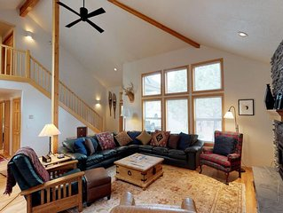 36 Kinglet Lane: 5 BR / 3.5 BA home in Sunriver, Sleeps 12