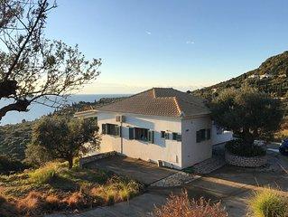 Vlakbij Koroni  luxe 6 persoons vakantiewoning aan zee in olijfboomgaard