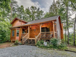 *Free Whitewater Rafting & Ziplining* Quiet and Quaint Wooded Retreat with Outdo