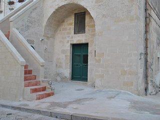 Matera: DOMUS ALBA (Lamione nel quartiere Sassi Caveoso)
