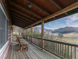 Emerald View - Ask for specials! Pet friendly, Hot Tub, Mountain Views