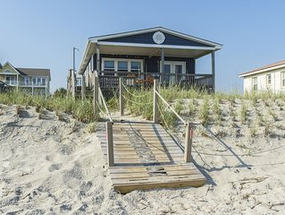Lady Di's: 5 BR / 2 BA home in Oak Island, Sleeps 14