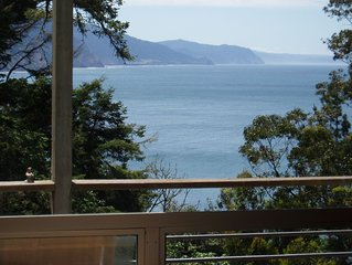 Shelter Cove Vista Cabin - Perfect Getaway - Sleeps 7