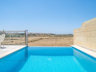 A MODERN VILLA,  WITH A BEAUTIFUL POOL DECK AND QUALITY ACCOMMODATION
