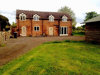 Detached 3-bed Barn In Cheshire Countryside, Holidays - Retreats - Business