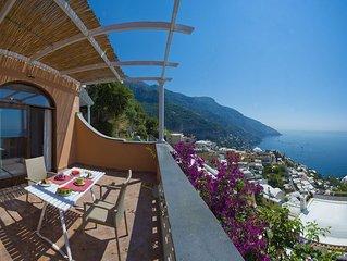 Casa Ivan, situata a Positano, su una collina di fronte al mare, puo ospitare fi
