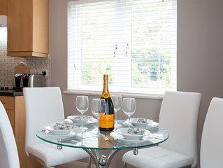 No.8 Beech Lodge Stylish Modern Contemporary 2 Bedroom Apartment in Headington