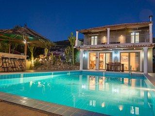 Villa Afroditi, luxury 5 bedroom Villa with panoramic view in delightful setting