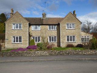 Spacious House 3 ensuite bedrooms, sleeps 6, Centre of Helmsley, Pet friendly,