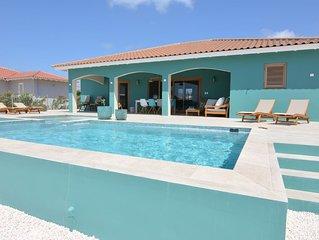 Splinternieuwe gezellige  ruime villa met zwembad op centrale locatie