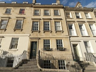 Splendid 7 bedroom Georgian self catering town house in central Bath