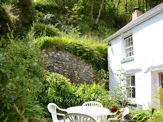 Stunning 1700's cottage, tranquil location,100 yards to dog friendly beach & pub