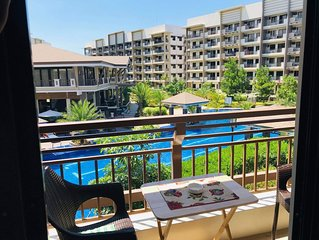 MaRoy's Suites (Cozy 2BR Pool View Condo w/free Parking + Near NAIA Airport)