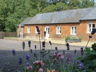 Luxury cottage, sleeps 4 in two en suite rooms, near Marlborough, Wiltshire