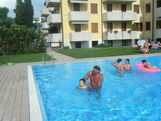 Spazioso bilocale 5 posti,parco, piscina,aria condizionata,Wi-Fi,posto auto
