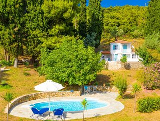 Michaels Cottage: Large Private Pool, Walk to Beach, Sea Views, A/C