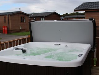 69 Gressingham - Wooden top Lodge with Hottub