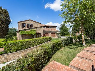 Ancient farmhouse of 1600 with panoramic pool.1 km from the village.