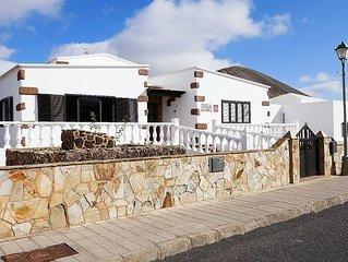Charming Canarian Villa In Tinajo