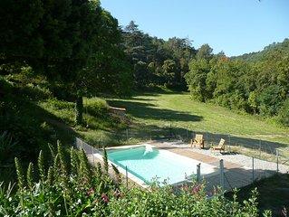 Bergerie ancienne dans un site exceptionnel, avec piscine privative.