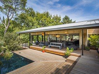 Maison d'architecte bois et béton en pleine Nature au pied de la sainte Victoire