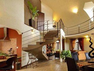 Superbe Villa - piscine/jardin tropical/wifi/menage quotidien/plage à 2 pas