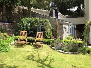Cosy Gite Style Garden Cottage for two in Wellswood, Torquay, South Devon