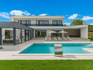New and modern villa with private pool and jacuzzi in central Istria