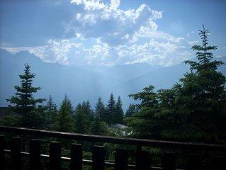 Luminoso bilocale situato a 1700 m slm con panorama stupendo